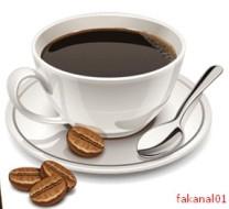 Csésze kávé babszemekkel.